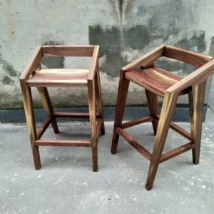 Дизайнерский барный стул №2 из массива